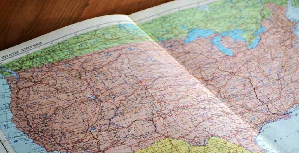 Best Geography Books for UPSC in Hindi