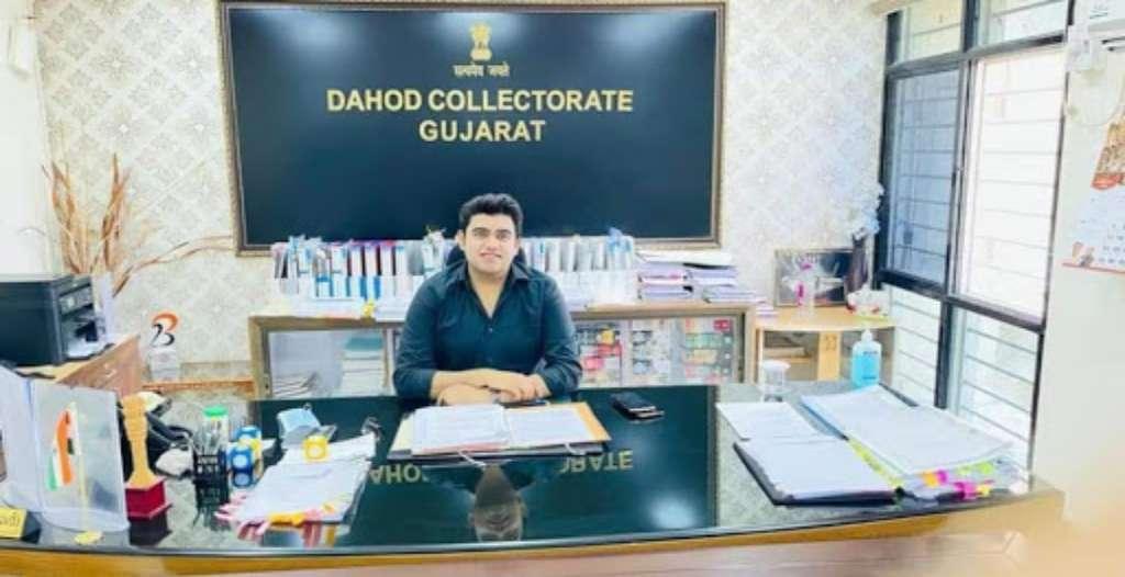IAS Rachit Raj Biography (1)